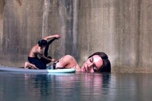 Hula y sus pintadas sobre el agua