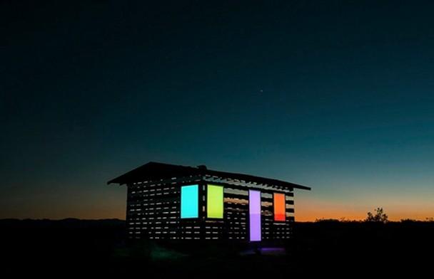 casa-madera-espejos-instalacion-artistica-desierto-5