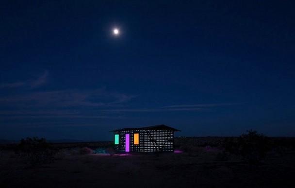 casa-madera-espejos-instalacion-artistica-desierto-6