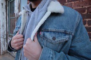La prenda del invierno es la chaqueta vaquera de borrego para hombre – Opciones low cost