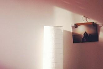 decorar-con-fotos-y-perchas