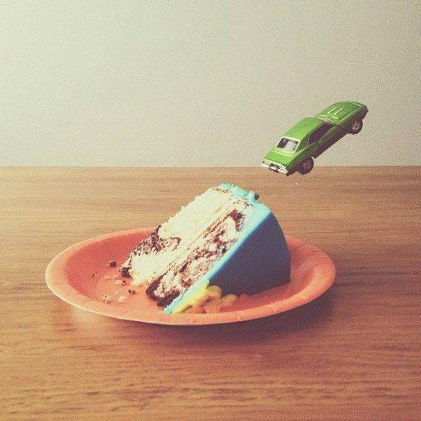 fotografía creativa con comida y juguetes-10