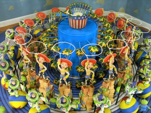 i-zootropo-de-toy-story-i-2005-madera-aluminio-laton-acero-vidrio-plastico-y-yeso-c-disney-pixar