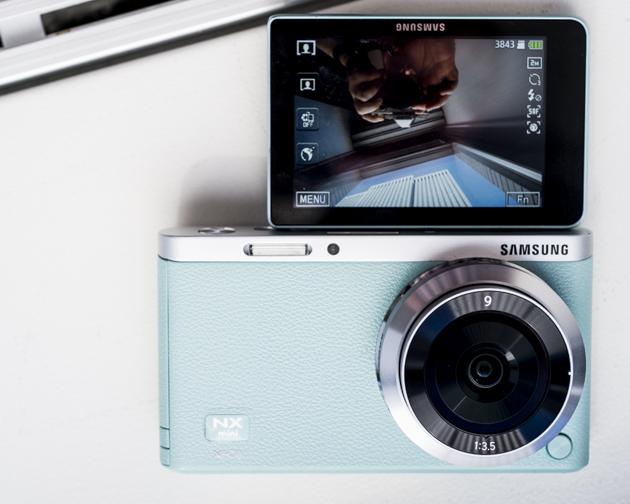 samsung-camara-selfies-pantalla-giratoria-nx-mini-ReasonWhy.es_