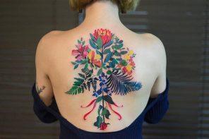 Delicados tatuajes pequeños de color, las flores que inundan tu piel