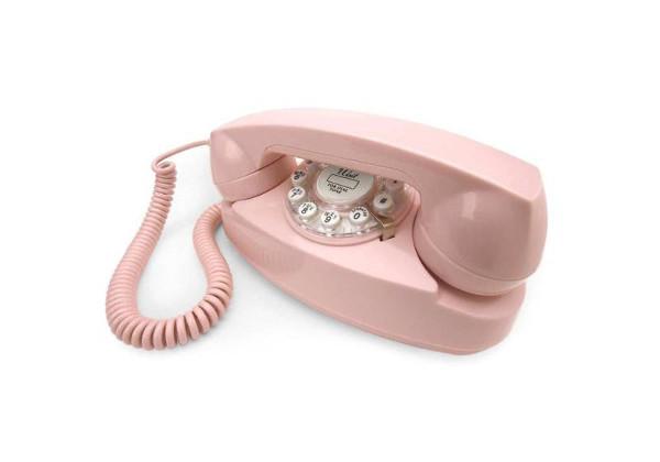 vestuario de películas wes anderson telefono rosa