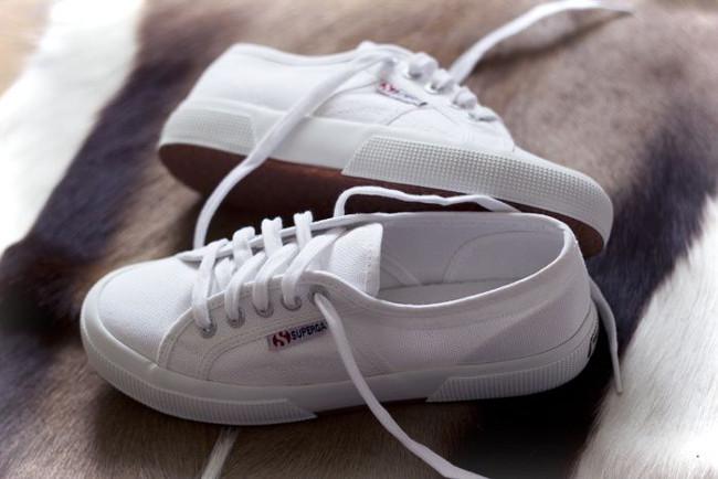 zapatillas blancas deportivas 2